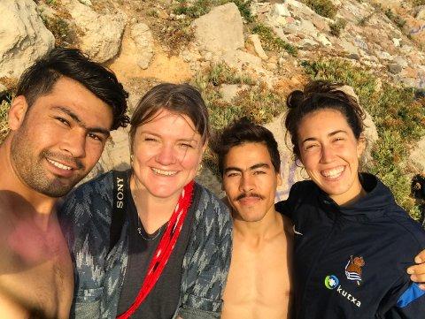 I FELTEN: Hilde Honerud har flere opphold ved Moria-leiren bak seg. Fra venstre: Sultan Ali Bostani, Hilde Honerud, Yadullah Mousawi og Miren Bradji.