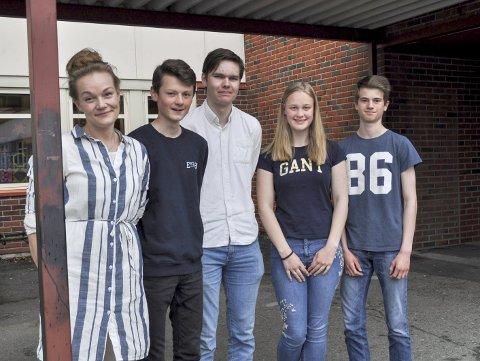 2. plass: Lærer Sunniva Hermansen (t.v.), Sverre Strand, Henrik Strandrud Bjørnøy, Maria Helme og Daniel Oppen. FOTO: GURO HAVERSTAD TORGERSEN