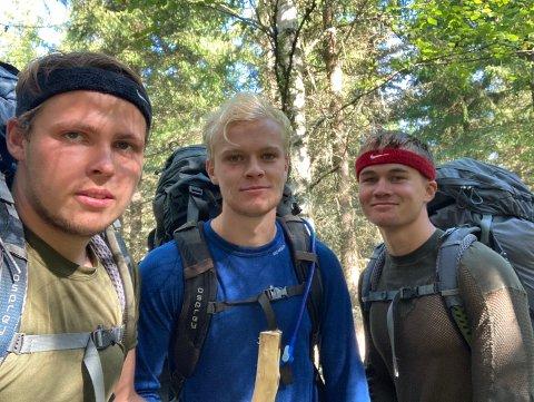 Henrik Grevstad, Iver Lyng Brekken og Haakon Melaaen Døssland har kommet et godt stykke på veien mot Nidaros, i det de passerer Lillehammer.