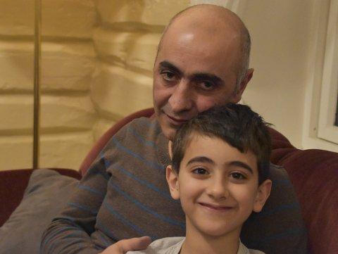 En påkjenning: Firas Abu-Salah og sønnen Amir.foto: Benjamin diseth