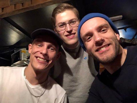 PÅ TURNE: Lørdag spiller Sondre Justad i Svolvær. I bandet har han med seg  de to svolværingene Lars Haug Nilsen og Johannes Winther Farstad.