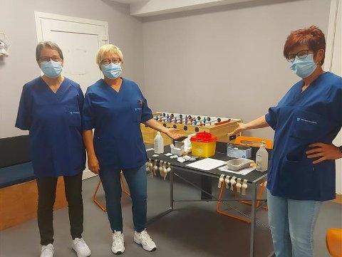 Vaksineteamet på plass og klar i lokalene til ungdomsklubben Qltura i Meieriet kultursenter.