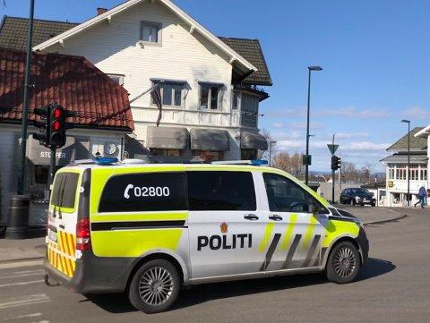 TO OFRE: Det ble brukt både kniv og softgun under ranet på Sæter. Politiet har i etterkant jobbet for å forhindre nye ran.