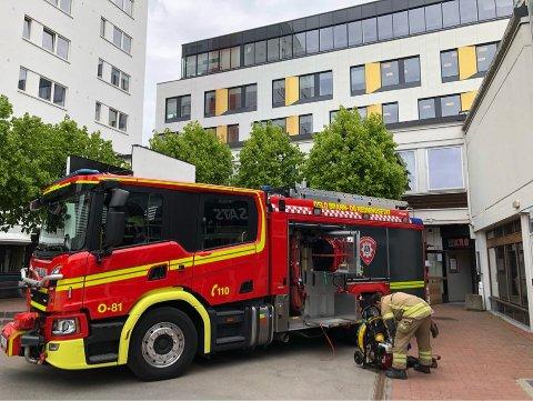 UTRYKNING: Brannvesenet rykket fredag formiddag ut til gamle Lambertseter senter etter melding om brann.
