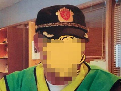 FACEBOOKBILDET: Det er dette bildet 40-åringen nå er dømt for. Han har selv sensurert bildet av ønske om anonymitet og at han vil etterkomme politiets pålegg om å ikke dele originalen. Mannen sendte opprinnelig bildet til iFinnmark, da boten mot mannen først ble omtalt.