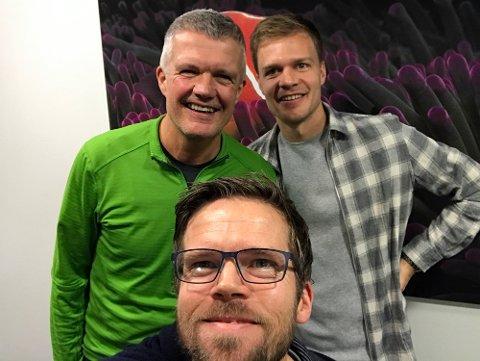 BLID OG GLAD: Tore Rismo (bak t.v.) i kjempeslag på besøk hos Jo Nymo Matland og Anders Mo Hanssen.