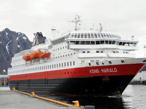 I Svolvær: Her er Hurtigruten ved kai i Svolvær. Arkivfoto: Knut Johansen