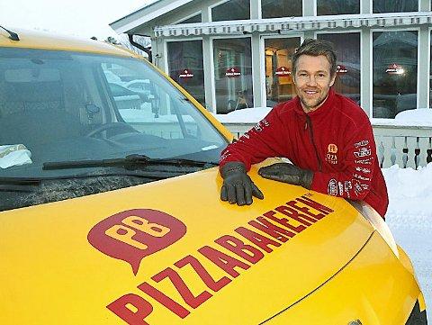 PIZZABAKEREN-EIER: André Bruvold, eier og daglig leder for Pizzabakeren-avdelingene i Tromsø, har fått med seg at kjeden er i en salgsprosess, men vet ikke helt hva et eventuelt salg vil bety for han og de ansatte.