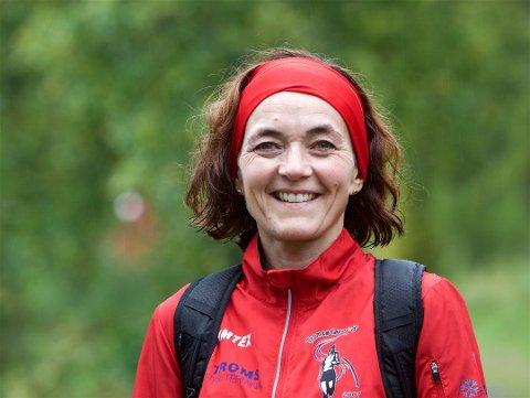 LØPER: Laila Falck står ofte opp før fem for å ta dagens første løpetur. - Jeg er veldig glad i å trene, sier Tromsø-kvinnen som er en av landets raskeste løpere i sin klasse.