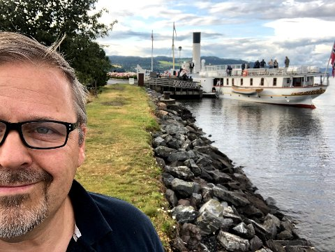 BOKDRØMMER: Etter mange år i skrivestua begynner Einar Wedøe å bli ferdig med debutromanen som har selveste Skibladner i hovedrollen.