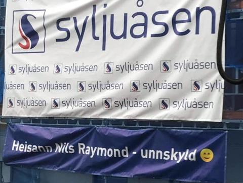 MED ET SMIL: Daglig leder i Betonmast Innlandet, Nils Raymond Laeskogen, synes det var hyggelig med en hilsen fra konkurrenten.