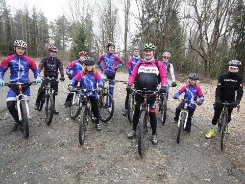 Store planer: Frode Berntzen og de unge rytterne har spennende planer for både Team Follo Ung og terrengsykkelskolen i Follo Sykkelklubb i år. FOTO: STIG PERSSON