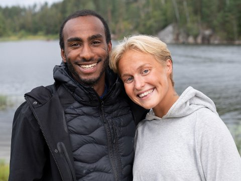 """MANGE NY VENNER: Øyunn Krogh og kjæresten Levi Try fikk mange nye og gode venner gjennom produksjonen av """"Sommerhytta""""."""