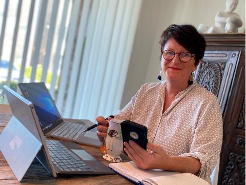 FERDIG MED HJEMMEKONTOR: Også rektor Lin Marie Holvik måtte ty til jhjemmekontor den første tiden, men kan nå glede seg til å se elever og ansatte igjen.