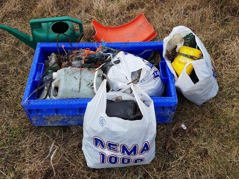 MYE SØPPEL: Fredrik Rist bruker den ekstra tiden han nå har i hverdagen til å rydde søppel med familien. Dette er resultatet fra en av turene.