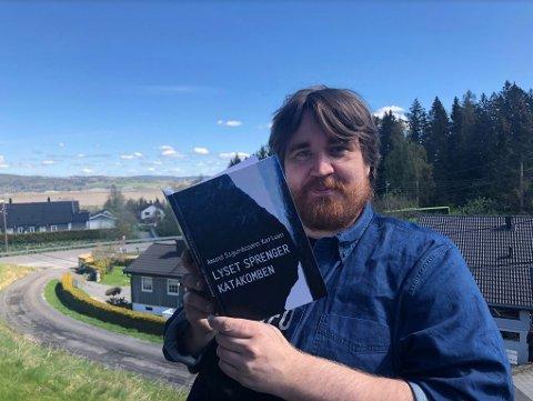 TRO: Amund Sigurdssøn Karlsen er ute med en bok og har tro på at diktene kan ha verdi for andre.