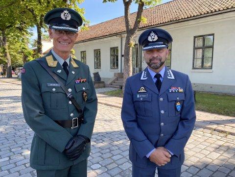 NY VETERANINSPEKTØR: Oberst Morten Henriksen (t.h.) ble i dag innsatt som sjef for Forsvarets veterantjeneste. Her sammen med sjefen for Forsvarets fellestjenester, brigader Arne Opperud.