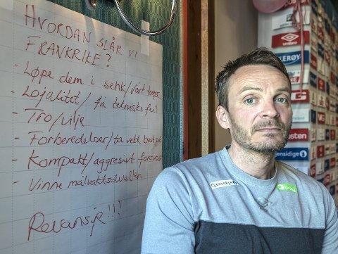 PLANEN KLAR: Dette er Norges plan før EM-kvalifiseringskampene mot Frankrike. Landslagssjef Christian Berge har stor tro på å involvere spillerne i forberedelsene.