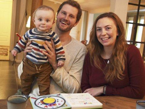 FAMILIE: Dan, Christina og gromgutten Leaf Everest Johnson (snart 8 måneder) koser seg sammen i Elverum. Men så må pappa pakke kofferten. Det er tre måneder til de ses igjen.
