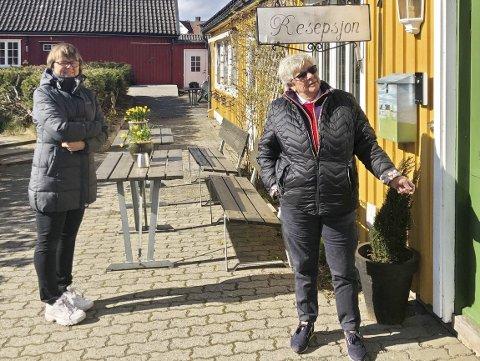 I kø: Torill Fjeld og Wenche Horn er to av dem som har benyttet seg av tilbudet på Borge Hotell. Foto: Berit Sandvik