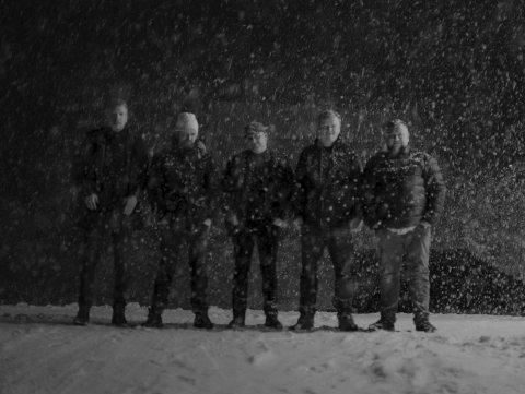 Band: Ifølge bandet er de langt fra så nedsnødd som bildet tilsier. F.v.: Ole M. Krokstrand, Kristian Rødvand, Hallvard Aanes, Lars K. Sjøvold, Syver Olstad . Foto: Ole Martin Krokstrand
