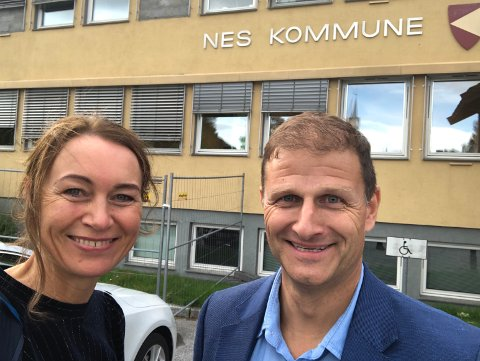 KLARE: Beate Aske Løtveit og Thomas Odiin utgjør to av fire personer i teamet fra WSP, selskapet som nå skal gjennomføre en konsekvensutredning av skolestrukturen i Nordre Ringsaker.