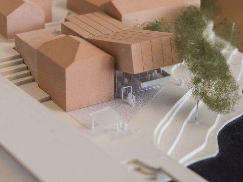 NYBYGG:  Slik kan den nye showscenen «Gledeshuset» bli liggende i tilknytning til Strandgata og Glatved. Modell: Stein Halvorsen arkitekter