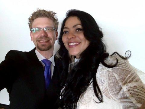 Roy Olav Seljordslia og Poliana Faes Seljordslia fra Jevnaker er de første som har giftet seg hos ordfører Lars Magnussen i Jevnaker kommune.