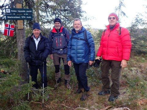 PÅ TOPPEN: Kvartetten er samlet på Holes høyeste punkt, fra v. Egil Drillo Olsen, Ole-Ludvig Engelsrud, John Olav Engeset og Gunnar-Martin Kjenner.