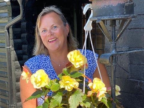 BEKYMRET: - Vi har fullt hus på åpningsdagen, men årsomsetningen er redusert med om lag 45 prosent eller nær 30 millioner kroner, sier hotelldirektør Merete Emanuelsen.