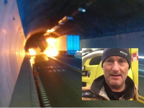 SOM NATT OG DAG: - Takket være ny innsatsplan og vridbare vifter kunne vi denne gangen nærmest kjøre røykfritt helt inn til vogntoget som brant, sier Sotnedal.