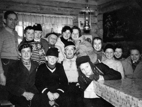 Hyttetur: Her er en gjeng på Yngrestur på Jensens hytte i 1955.