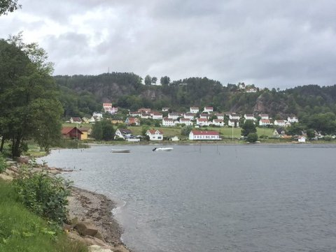 Arbeiderboliger: Turen tirsdag går langs Kyststien fra Sandvika til Berger. Begge foto: Mona Steenberg Gran