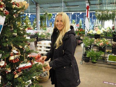 HANDLER LOKALT:  Cathrine Olsen foretrekker å handle tidlig inn til jul og hun handler lokalt.
