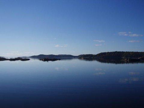 Turen fra Barkevik til Ødegården går nær vannet.