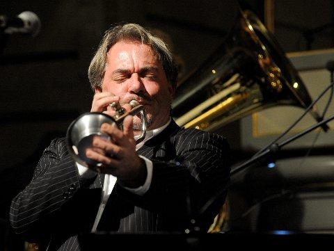 Vårswing i Bugården kirke. Knut Rømo (f.v.), Geir Ellefsen og Jørn Johannessen i Røshnes Jazz Band gjestet vårkonserten.