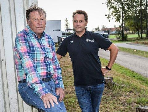 MULIG BOIKOTT: – Vi tar stilling til en eventuell boikott av cupen på Brunstad fredag, forteller styreleder i IL Runar, Geir Ustgård (til venstre). Her sammen med daglig leder Jan Roger Thorsen.