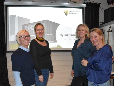 PLANLEGGER FOLKEFINANSIERING: I mars skulle de sette inn støtet for å skaffe ekstren delfinansiering av fleksibel kulturarena. Koronaen satte en stopper, men nå er det bare glede igjen etter nok en stor pengegave. Fra venstre: Heidi Schau, Unni Kvalsvik, Jeanette Wengård og Elin Feen. FOTO: Vibeke Bjerkaas