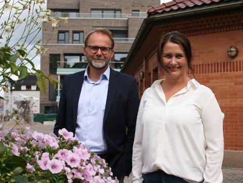 GODT Å KOMME I GANG: Erik Bråthen og Therese Thorbjørnsen fra Sarpsborg kommune er glad for at skoleelevene nå kan møte opp til en tilnærmet normal skolehverdag.