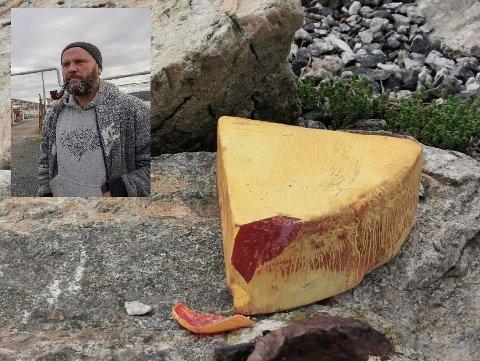"""En rystet Andreas Brandvoll fikk beskjed om umiddelbart å kaste """"ostestykket"""" plastpiratne hadde funnet på sjøen. Det var et stykke høyeksplosivt sprengstoff."""