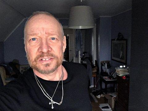 Anders Grønneberg bryr seg ikke om hatmeldingene han får. Ikke er han på Facebook heller, så kommentarfeltene ser han ikke.