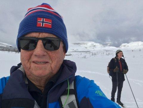 FIN TUR: Leif Emil Egeland og kameraten Sigmund Østerhus fekk seg ein nydeleg tur i Lyngsheia på laurdag.
