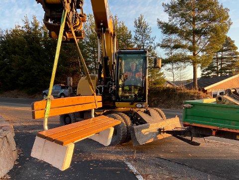 Avdelingen for vei, park og friluft plasserte tirsdag 31. januar en hvilebenk langs Markveien.