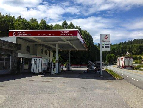 REÅPNET: Bensinstasjonen på Melum har vært i drift siden i alle fall 1960, men ble stengt for rundt seks år siden. Nå reåpner Olje- og energisenteret en selvbetjeningsstasjon med kortterminal på stedet. Kjeden har også filial på Notodden, Rjukan, Hjartdal og i Gransherad