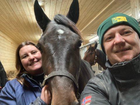 FORNØYDE: Knut Robin Dalsbotten og Tone Turnbull kan smile etter Bøgdis sin første seier. Foto: Privat