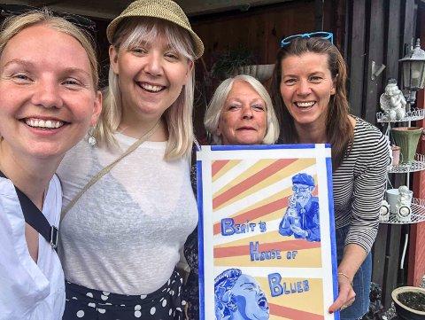 """LIGGER UTE: Podkasten """"Notodden Blues Pod 2019"""" ligger nå ute. Kristine Koslung, Åste Hammer og Åslaug Græsvold tar deg med på en reise inn i Notoddens bluesverden, over fire episoder. Her sammen med Berit Rønningen (nest til høyre), som er gjest i siste episode."""