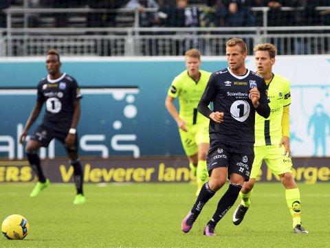 BEDRE OG BEDRE: Olav Øby er i ferd med å etablere seg i startoppstillingen til Kristiansund Ballklubb. Søndag venter en tøff bortekamp mot Lillestrøm på Åråsen.FOTO: NTB SCANPIX