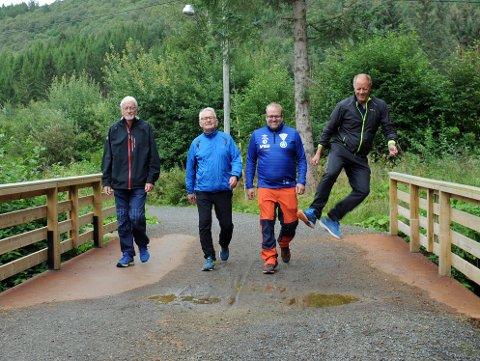 Anders Kummervold (fra venstre), Odd Magnar Fagereng, Torgrim Utheim og en hoppende glad Harald Folland i løypekomiteen er strålende fornøyde over å være i mål med Follandsvatnet rundt - et lavterskeltilbud for alle som vil være en fin tilvekst til trimtilbudet i Kårvåg I.L.