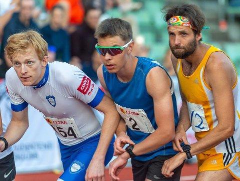 KLAR, FERDIG....! Langrennsløper Eirik Mysen (t.v.) ny pers på 10.000 meter på Bislett tidligere i sommer, der løp han blant annet sammen med Henrik Tolo (Asker) og tidligere storløper Sindre Buraas. Søndag satser han på å løpet under 30 minutter i NM.
