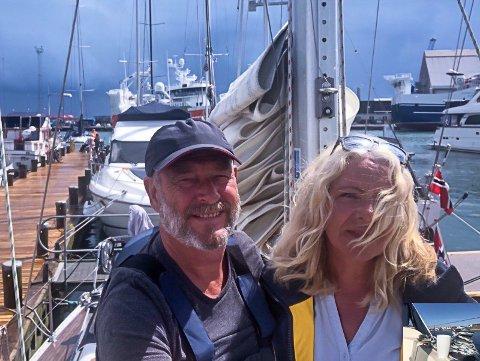 SEILTUR: Hans Petter og Mona i havn på Skagen hvor de tilbringer sommeren.